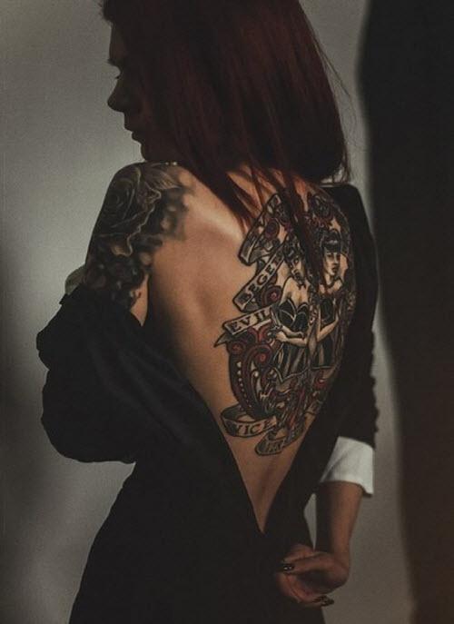 Фото девушка со спины с тату - 0