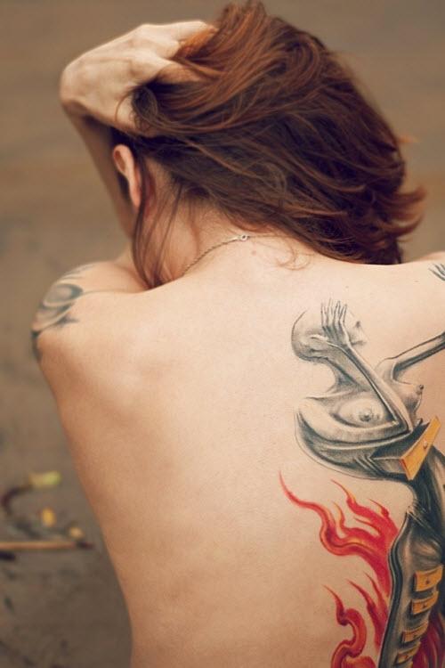 Фото девушка со спины с тату - 3
