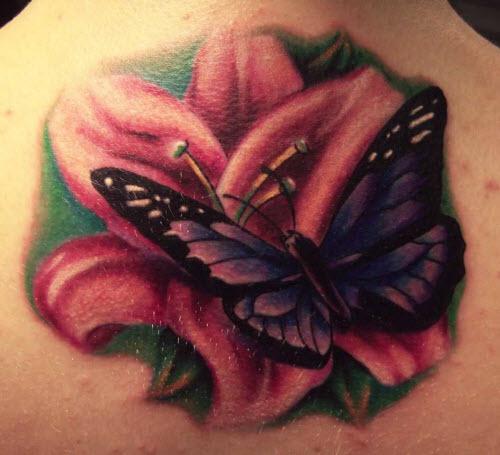 Фото тату бабочка с цветком