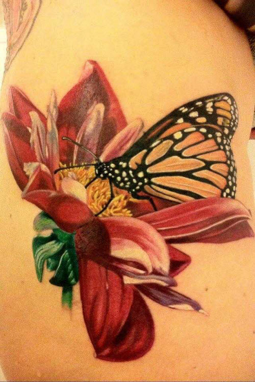 Фото тату бабочка с цветком - 9