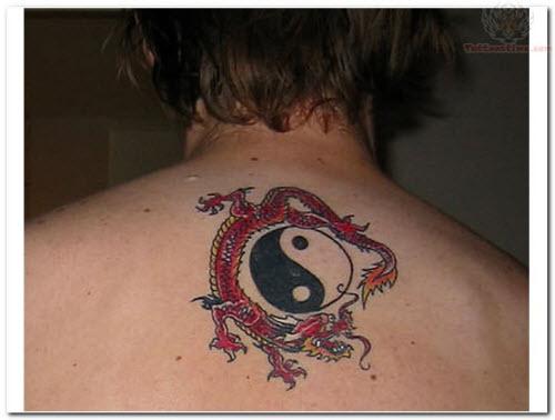 Фото тату инь янь на спине - 4