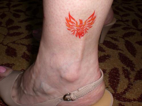 Фото тату жар птицы на ноге