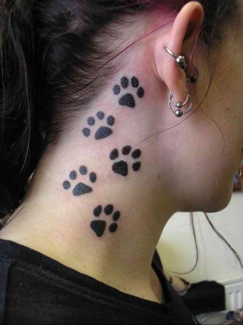 Фото тату кошачьи лапки на шее - 2
