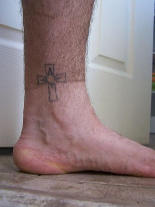 Фото тату крест на ноге девушки - 2