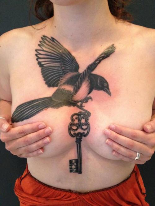 Фото тату на груди женщин - 8