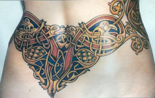 Кельтские узоры на пояснице тату