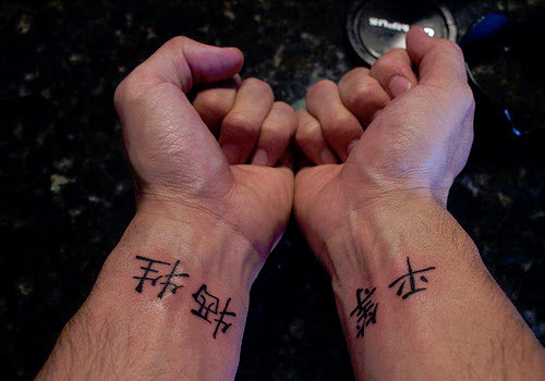 Фото тату на руке мужские иероглифы - 8