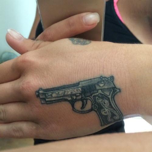 Фото тату пистолета на кисти - 7