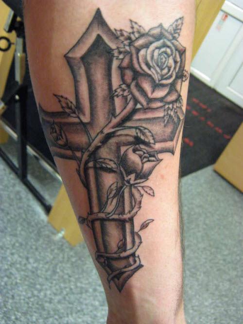 Фото тату роза и крест - 0