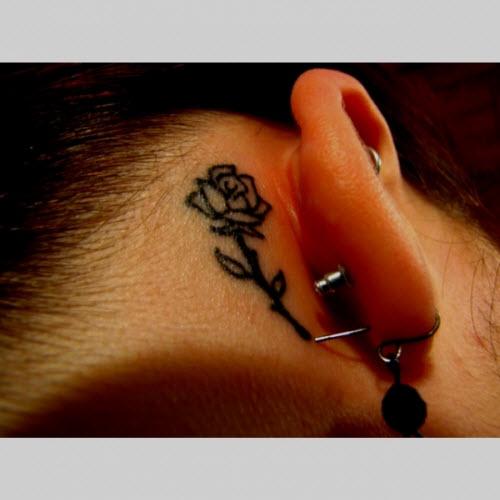 Фото тату роза за ухом - 1