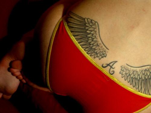 Фото тату с крыльями ангела на поясницу - 4