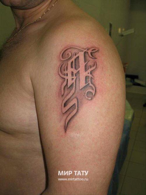 Фото тату с надписями на плече - 4