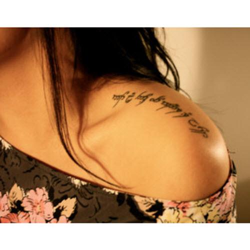 Фото тату с надписями на плече - 5