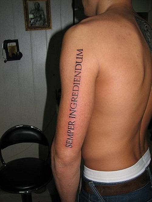 Фото тату с надписями на плече - 9