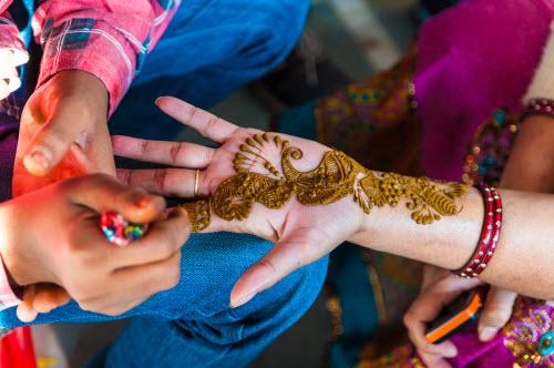 Индийское тату хной на руке фото - 7