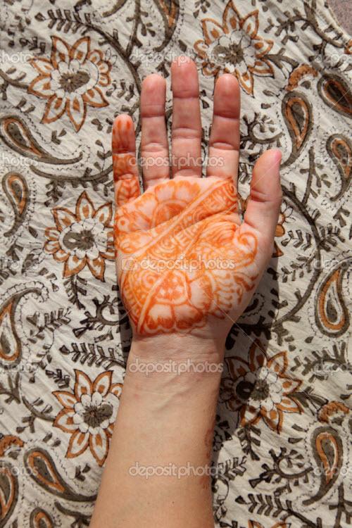 Индийское тату хной на руке фото - 8