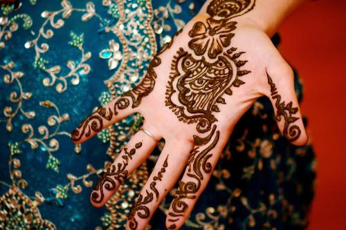 Индийское тату хной на руке фото - 9