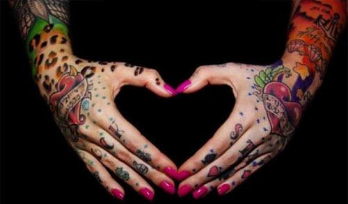 Женские тату на руке цветные фото - 3