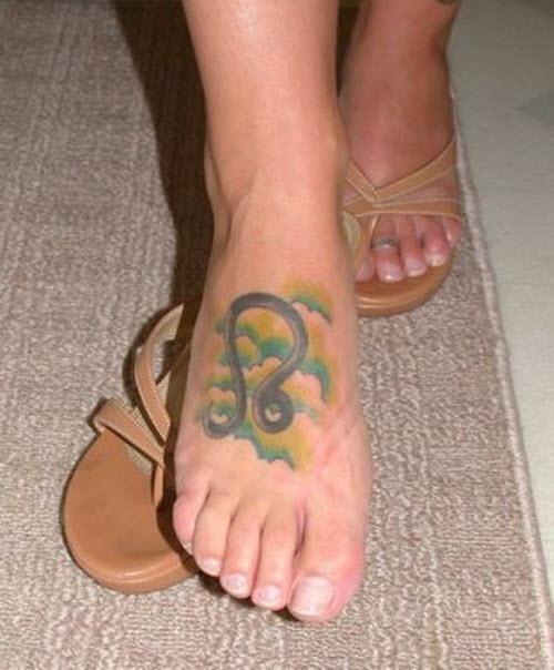 Красивое тату на ноге девушки фото