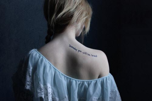 Красивые женские тату на лопатке фото - 5