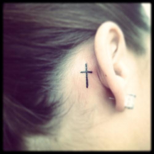 Крест за ухом тату фото - 7
