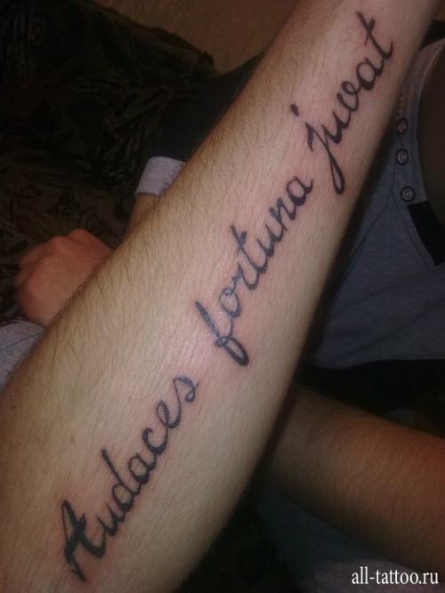 Маленькие надписи тату на руке фото - 8