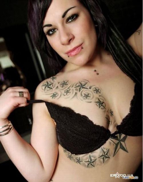 Маленькие тату на грудине фото женские - 2