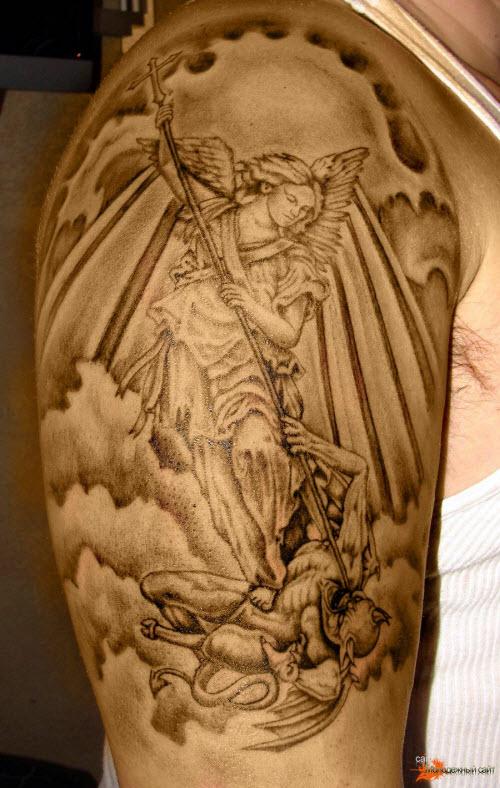 Тату архангела михаила на спине фото - 8