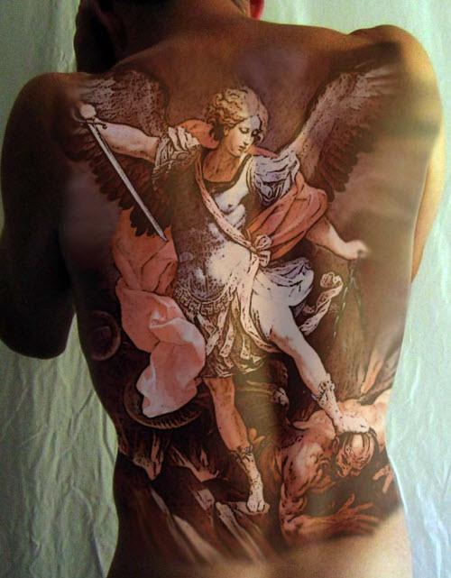 Тату архангела михаила на спине фото - 9