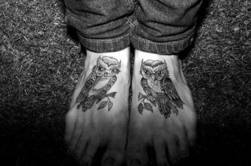 Тату черно белое на ногу фото - 9