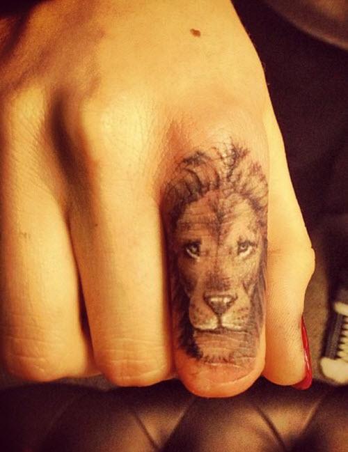 Тату для пары фото львы на пальцах - 1