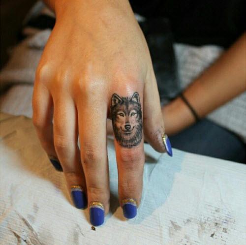 Тату для пары фото львы на пальцах - 9