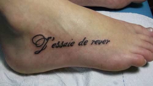 Тату фото женские надписи на ноге - 9