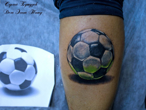 Тату футбольный мяч на ноге фото