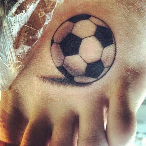 Тату футбольный мяч на ноге фото - 2