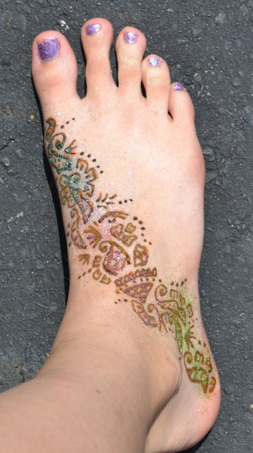 Тату хной цветы на ногах фото - 1