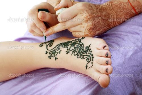Тату хной цветы на ногах фото - 5