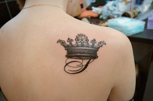 Тату корона с инициалами фото - 1