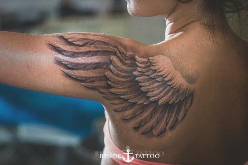 Тату крыло на плече у девушек фото - 9