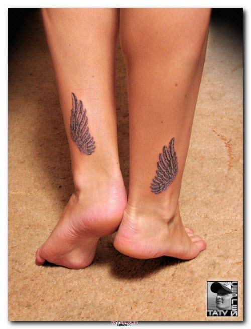 Тату крылья ангела на ноге фото