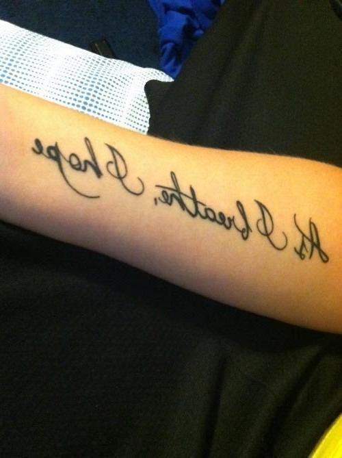 Тату на латыни на руке фото женские - 4