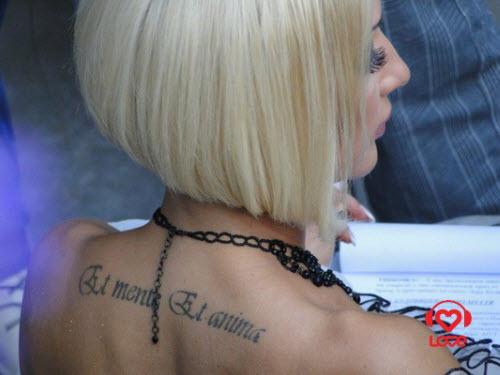 Тату на латыни на руке фото женские - 7