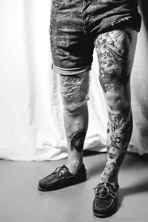 Тату на ногах у парней фото - 1
