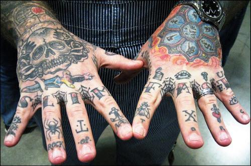 Тату на пальцах рук фото мужские - 7