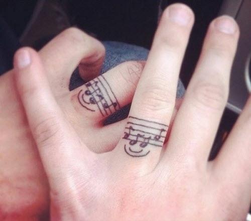 Тату на пальце кольцо фото - 7