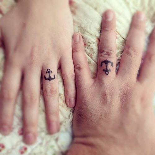 Тату на пальце кольцо фото - 8