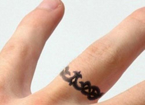 Тату на пальце кольцо фото - 9
