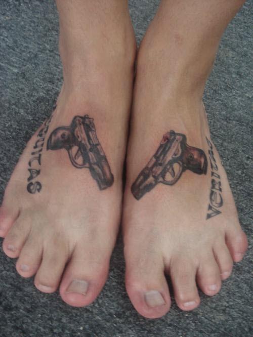 Тату на пистолет на ноге фото - 4