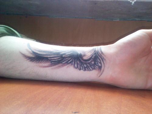 Тату на запястье крылья фото - 7