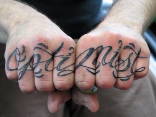 Тату надпись на пальце love фото - 3
